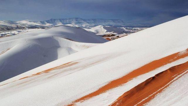 El Sahara amaneció cubierto de nieve