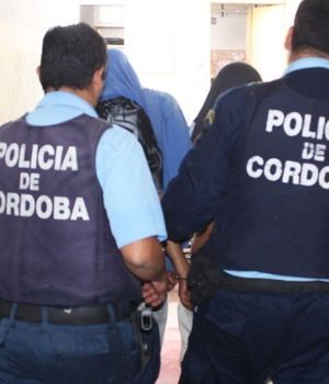 Monstruo violó y embarazó a su hijita en Córdoba