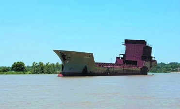 """Un barco """"FANTASMA"""" apareció en Empedrado"""