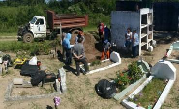 Inhumaron tres cuerpos en el cementerio  y analizarán sus ADN