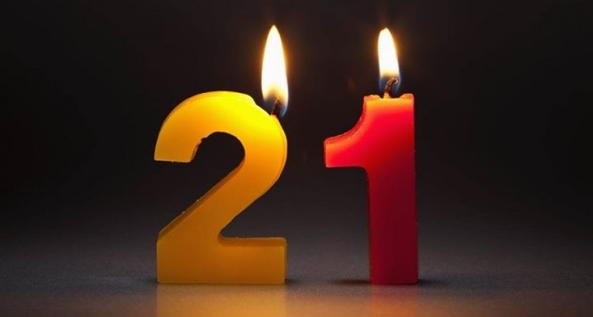 Hoy cumplimos 21 años de radiodifusión...