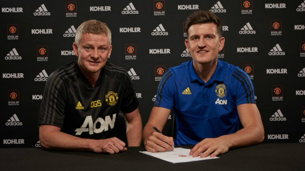 Manchester United anunció la compra del defensor más caro de la historia